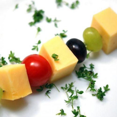 Käsespiesse  mit Weintrauben